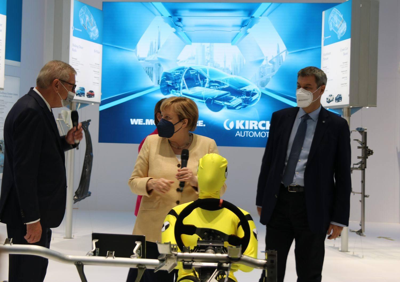 Chancellor-Merkel-with-Arndt-Kirchhoff-at-IAA-Munich